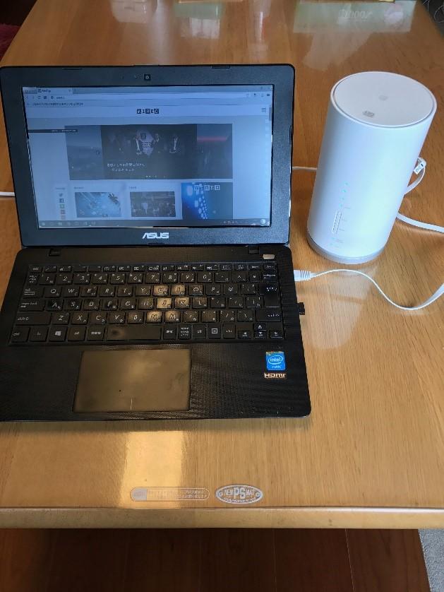 ケーブルで繋いだパソコンとL01
